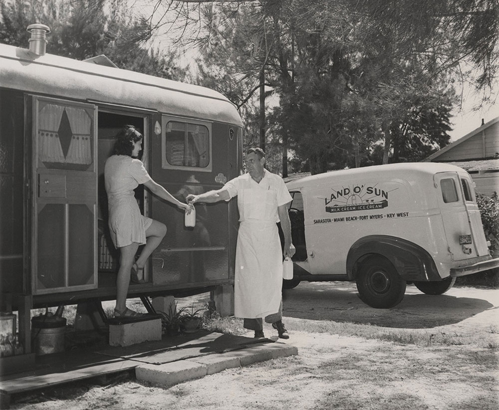 Full House - Door-to-door service enjoyed by trailer occupants - 1947