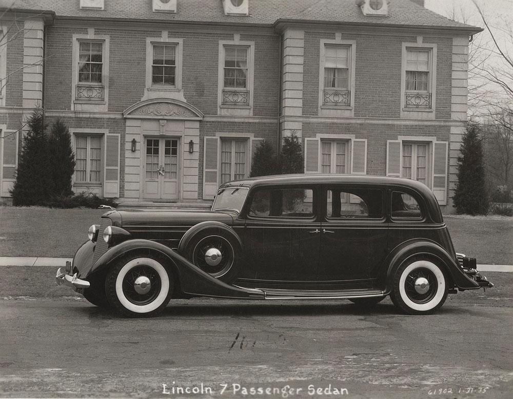 Lincoln 7 Passenger Sedan