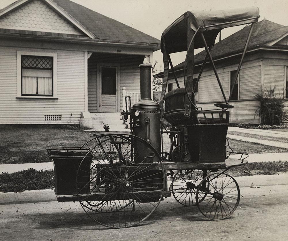 1892 Steam Car - Winning the West Parade