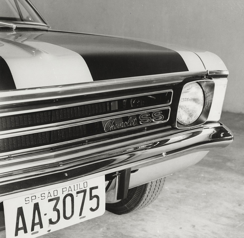 Chevrolet - 1973 - Opala SS (made in Brazil) front grill and light