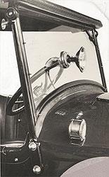 Dort 1924 Windshield with cowl ventilator and spotlight.