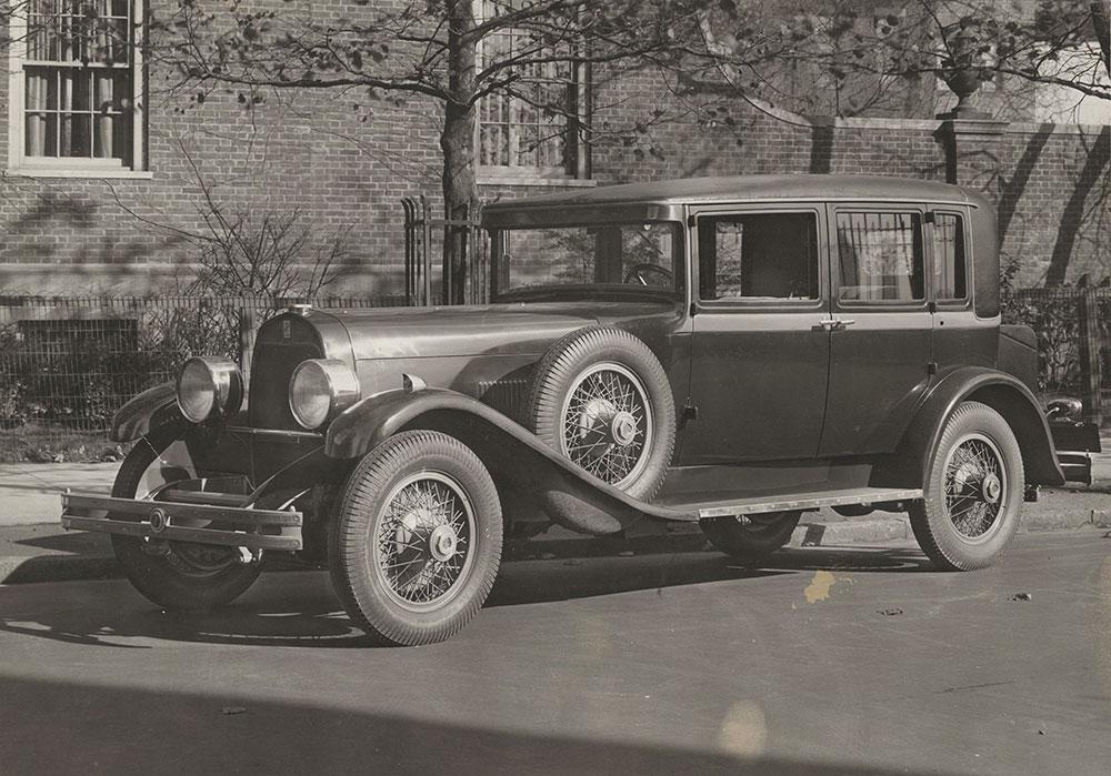 DuPont Model G sedan 1929