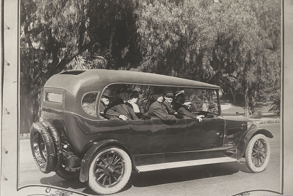 King 8 touring with special 7-passenger sightseeing body  - 1919
