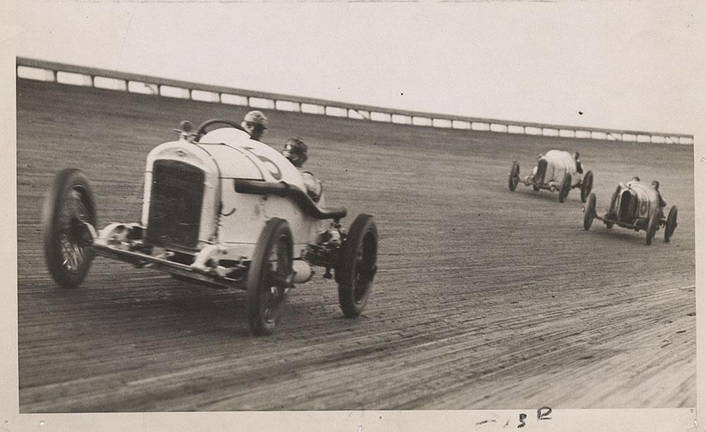 Earl Cooper driving the winning Stutz, Chicago Speedway June 1917