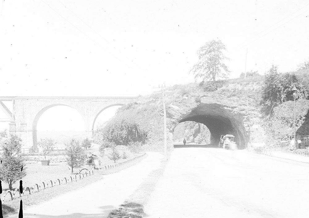 The Rock Arch, East River Drive