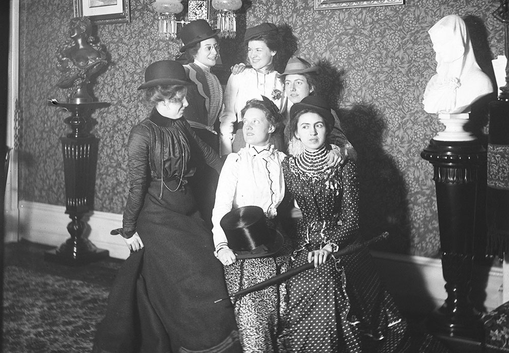 The girls of the Whitst Club
