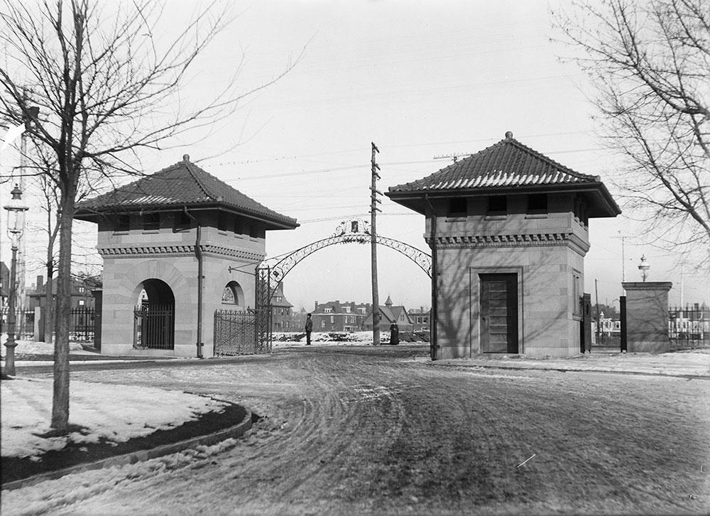 Entrance to Westmoreland Place