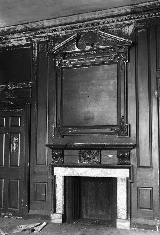Powell House, Mantel in second story back room