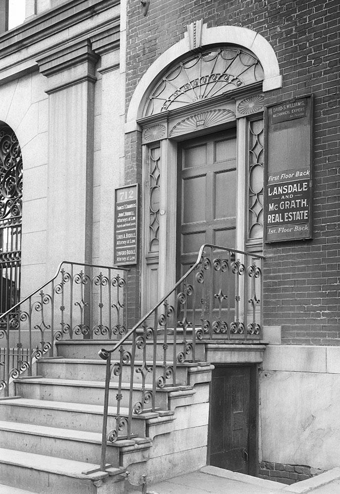 712 Walnut Street, Detail of Entrance Door