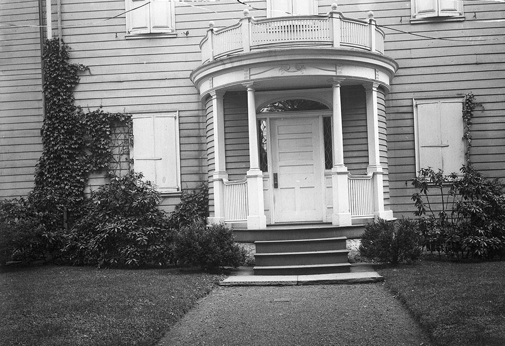 Dr. Morton's House, Detail of entrance porch