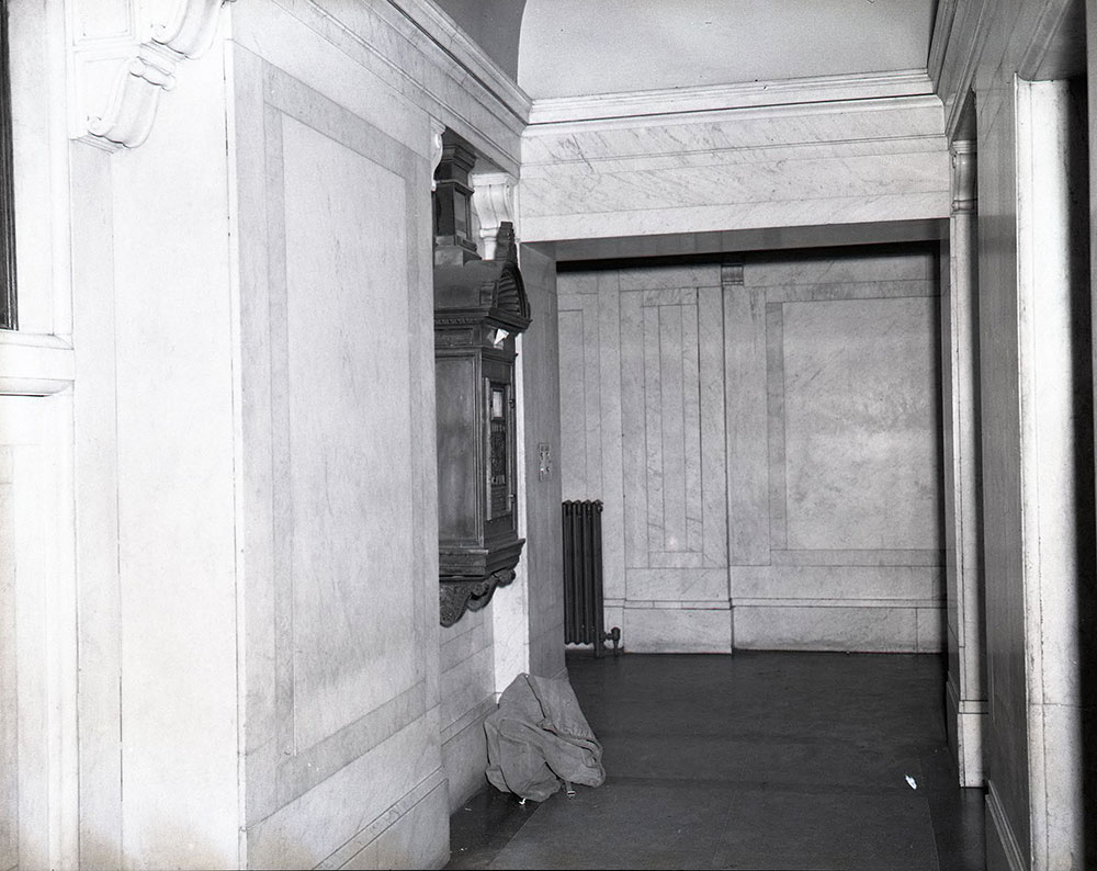 Broad and Chestnut Streets - Southeast Corner