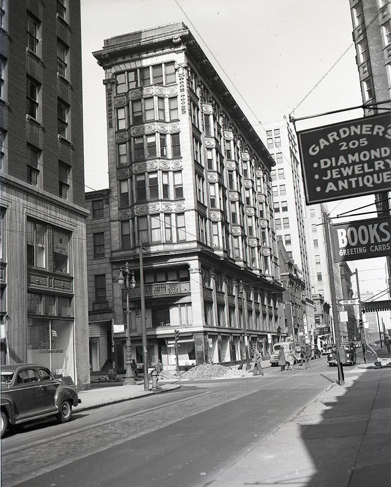 1701 Walnut Street, Northwest corner