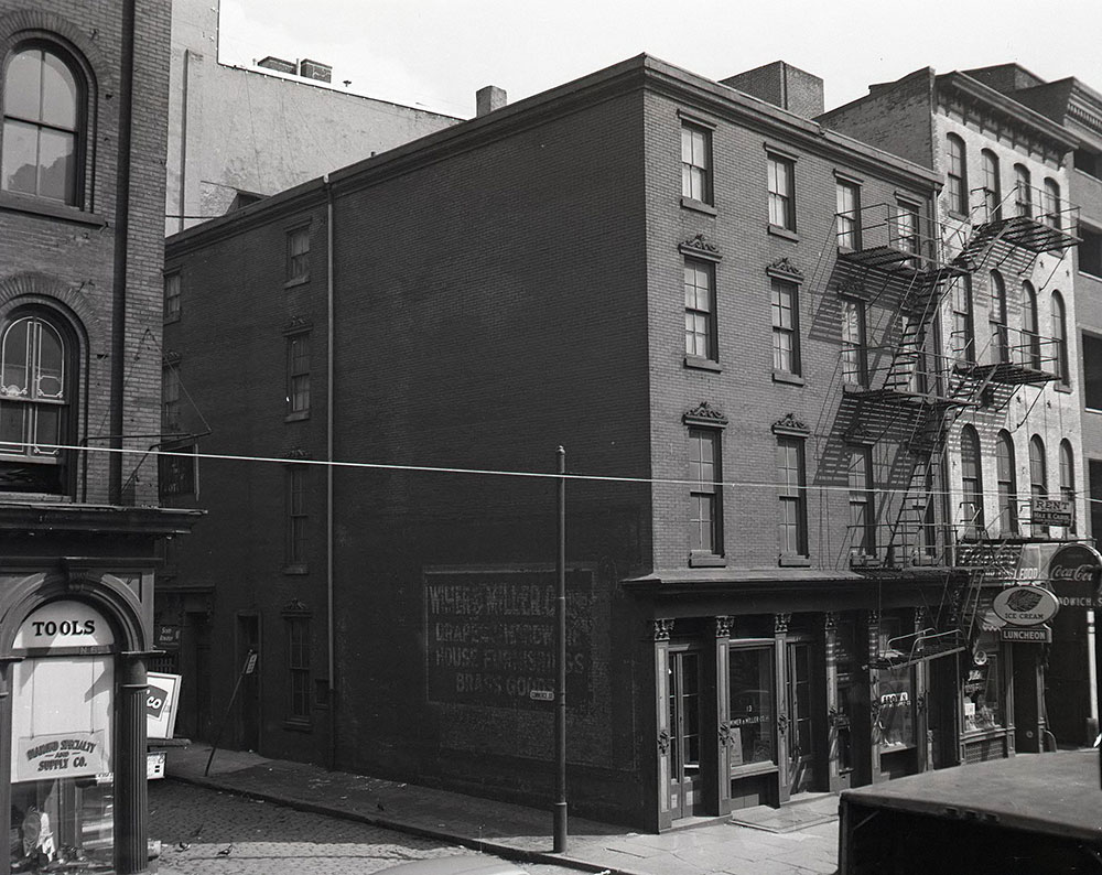 528 Commerce Street at 6th Street