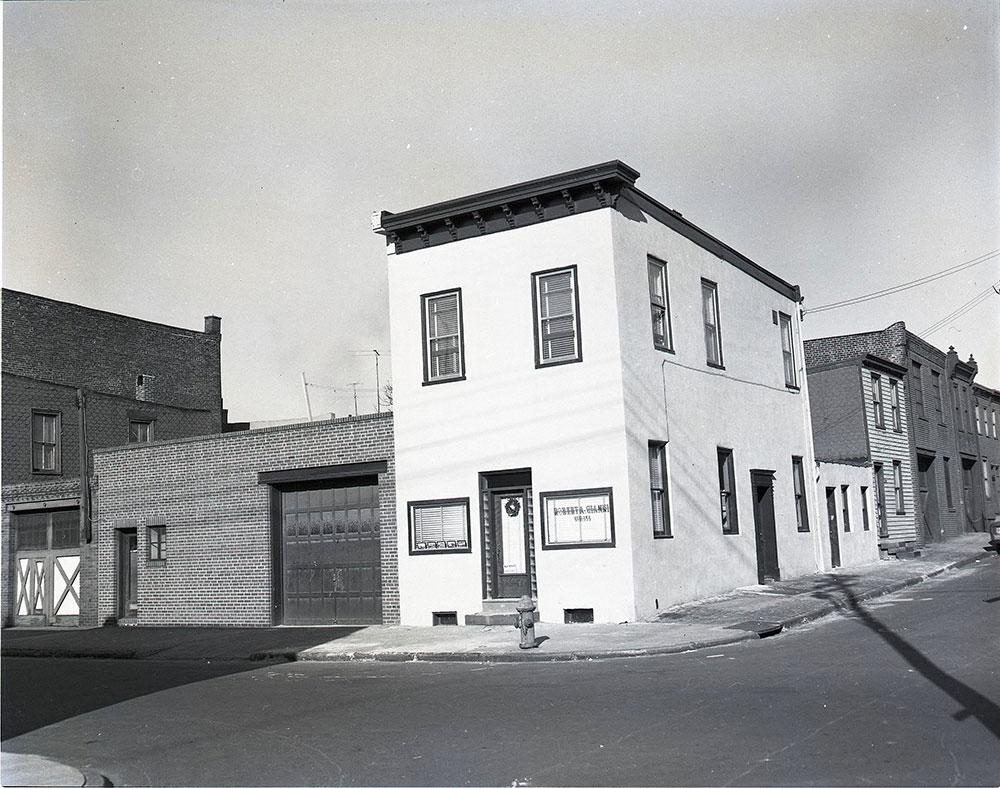537-541 East Indiana Avenue