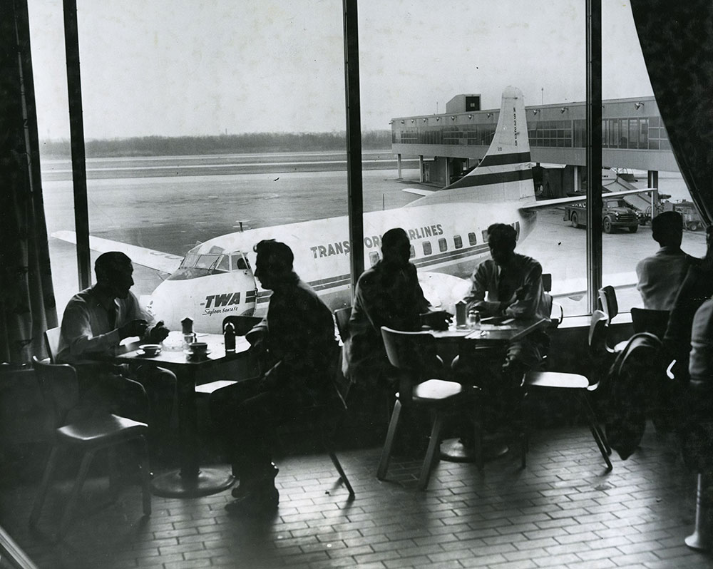 Philadelphia International Airport - Restaurant (a)