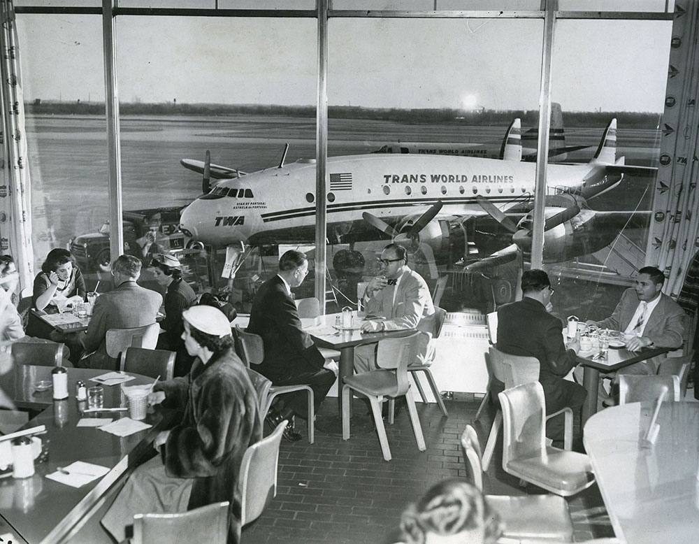 Philadelphia International Airport - Restaurant (b)