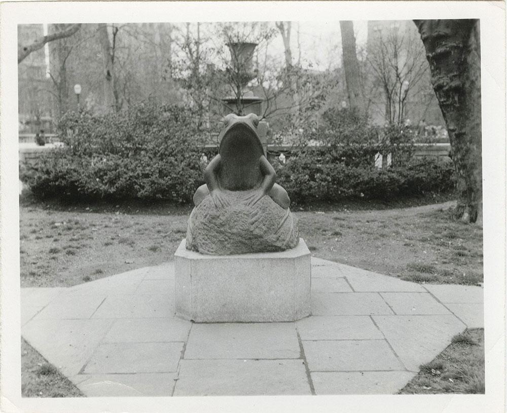 Rittenhouse Square - frog sculpture