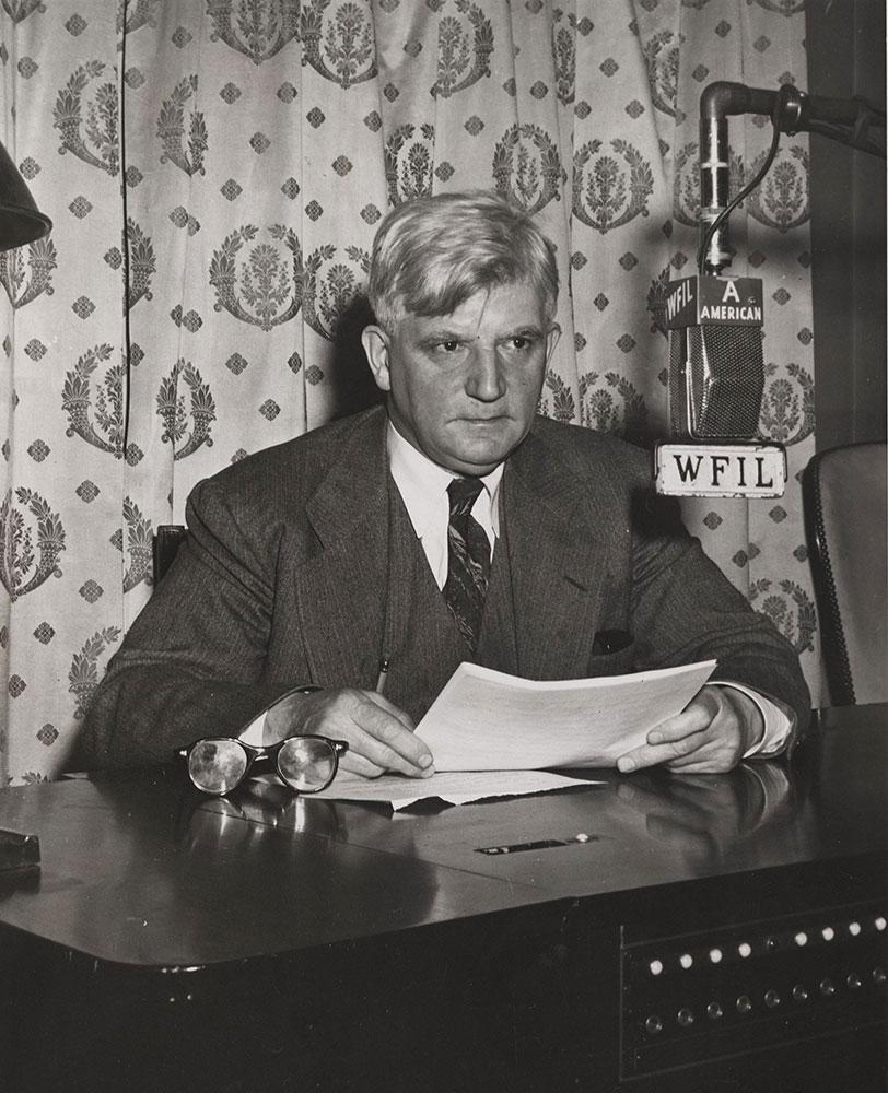 John B. Kennedy of The RCA Victor Eye-Witness News